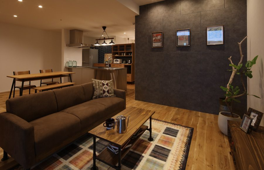 Couch, Furniture, Flooring